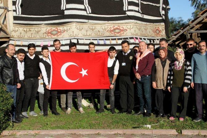 Bir günlük kazançlarını Mehmetçiğe bağışladılar