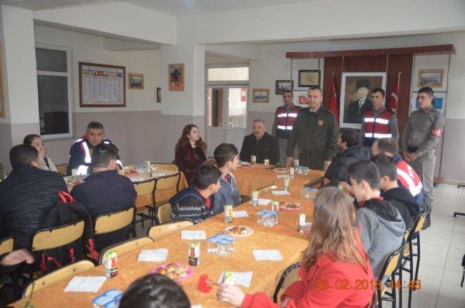 Öğrenciler, Afrin'e destek için jandarmayı ziyaret etti