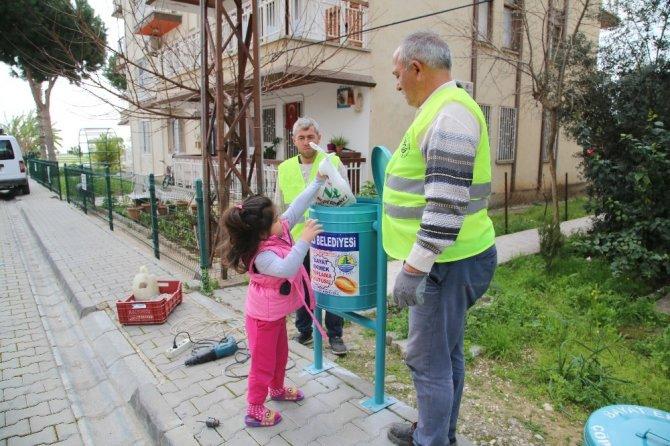 Erdemli Belediyesi'nden 'Bayat ekmek toplama' projesi