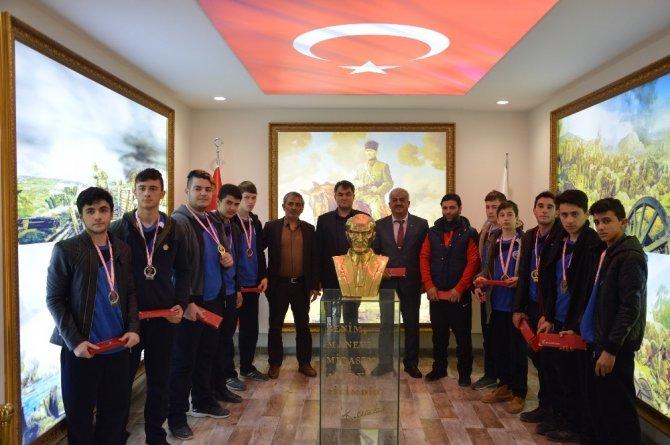 Sporculardan Başkan Özen'e ziyaret