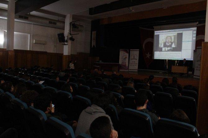 Harvard'lı Türk, öğrencilere canlı bağlandı