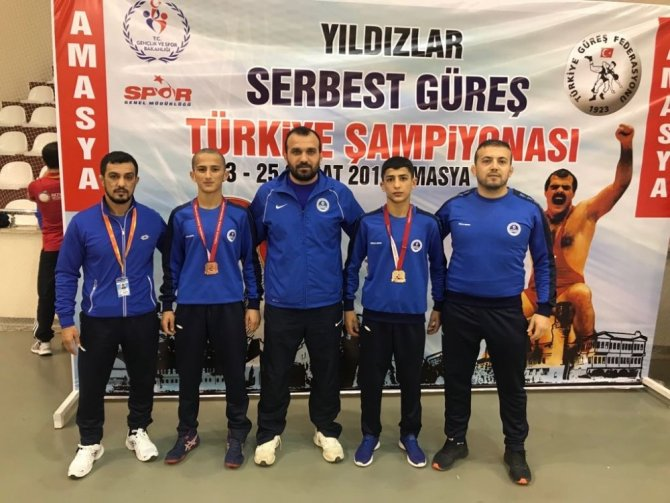 Mavi beyazlı güreşçiler, Milli Takım kampına seçildi