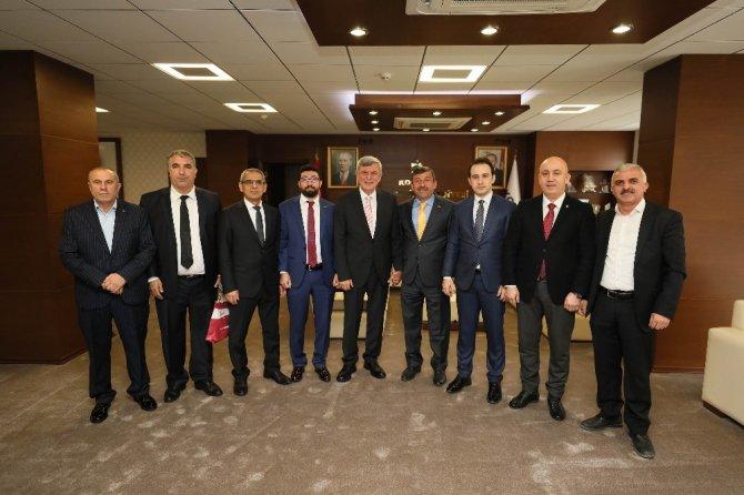 """Başkan Karaosmanoğlu, """"Sporda tesisleşmeye önem veriyoruz"""""""