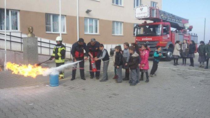 Saruhanlı'da öğrencilere yangın söndürme eğitimi