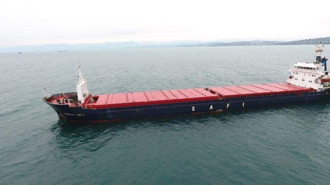 Sinop'ta patlama olan gemi liman yakınlarına demirledi