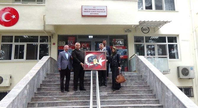 Komutana Afrin tablosu hediye edildi