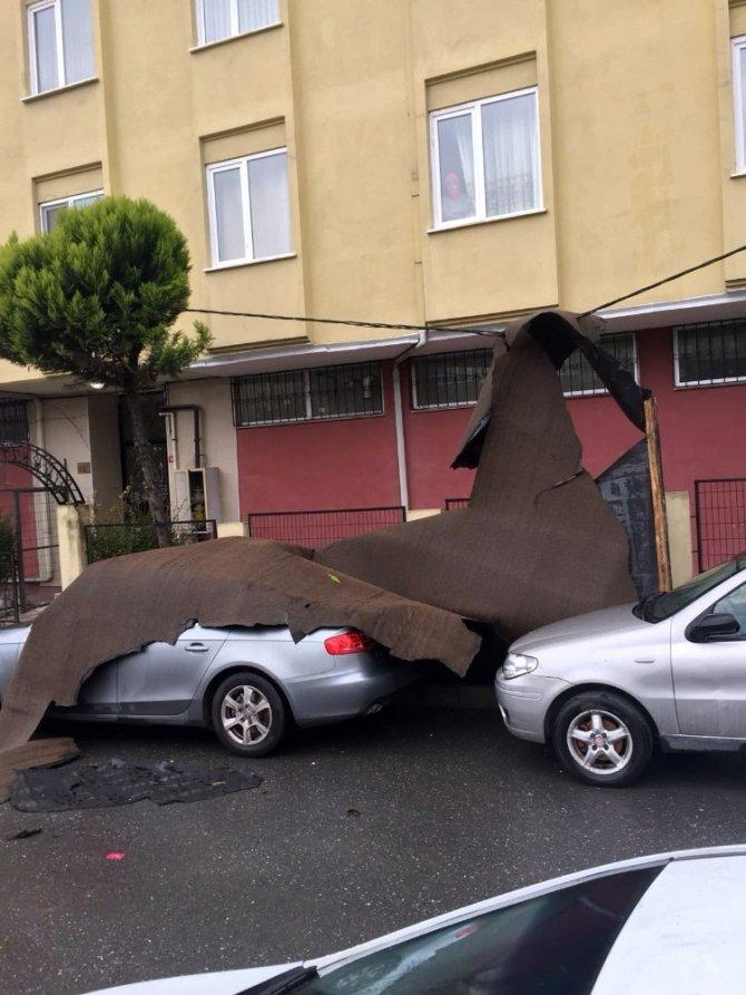 Şiddetli lodos çatıları uçurdu