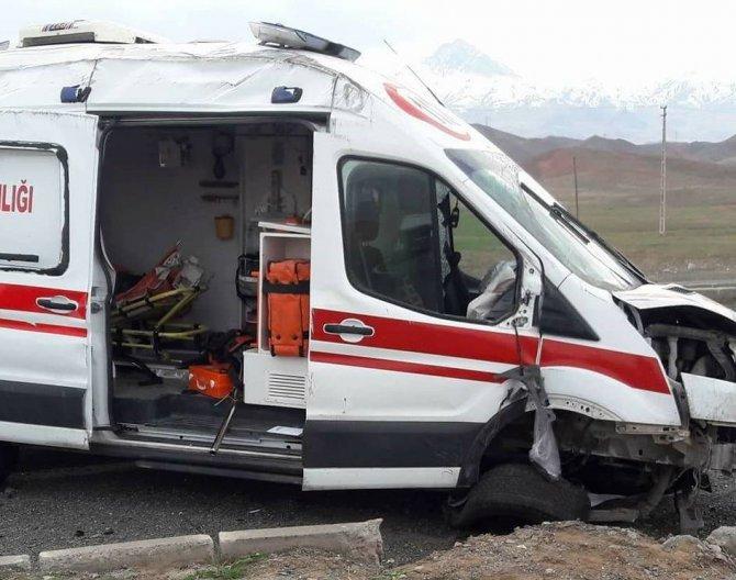 Iğdır'da ambulans kaza yaptı: 2 ölü, 6 yaralı