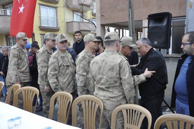 Jandarma Genel Komutanı Orgeneral Çetin'den Afrin şehidinin ailesine ziyaret