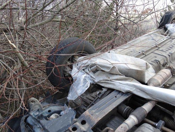 Tırdan uçan branda kazaya neden oldu: 4 yaralı
