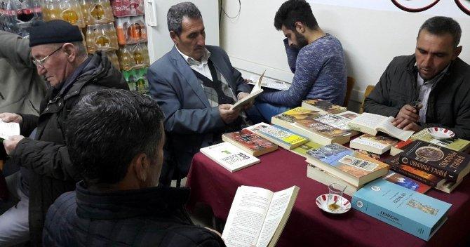 Bu köyde 7'den 77'e herkes kitap okuyor