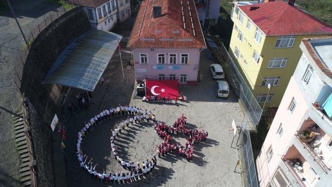 Öğrencilerden Mehmetciğe ay-yıldızlı destek