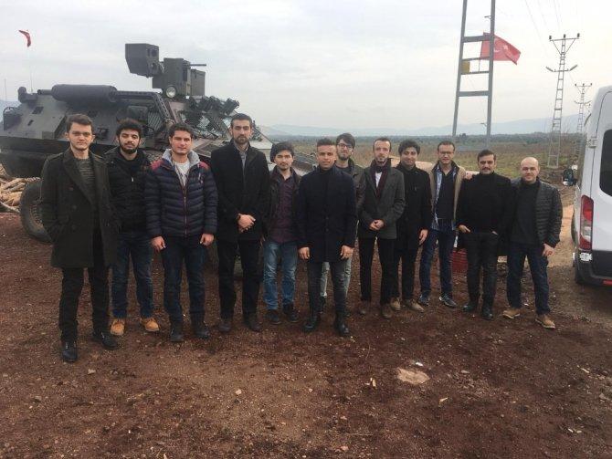 Fatih Gençlik Vakfı öğrencilerinden sınırdaki askere moral