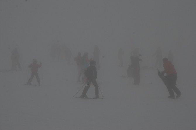 Uludağ yoğun kar ve sise rağmen doldu taştı