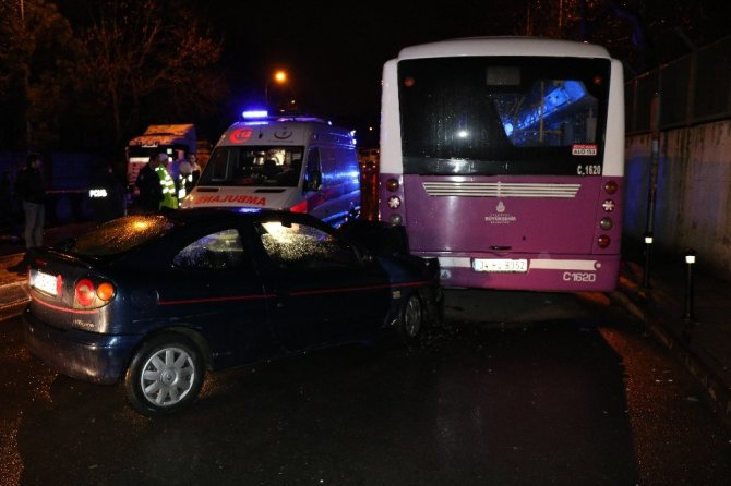 Alkollü ve ehliyetsiz sürücü belediye otobüsüne çarptı : 2 yaralı