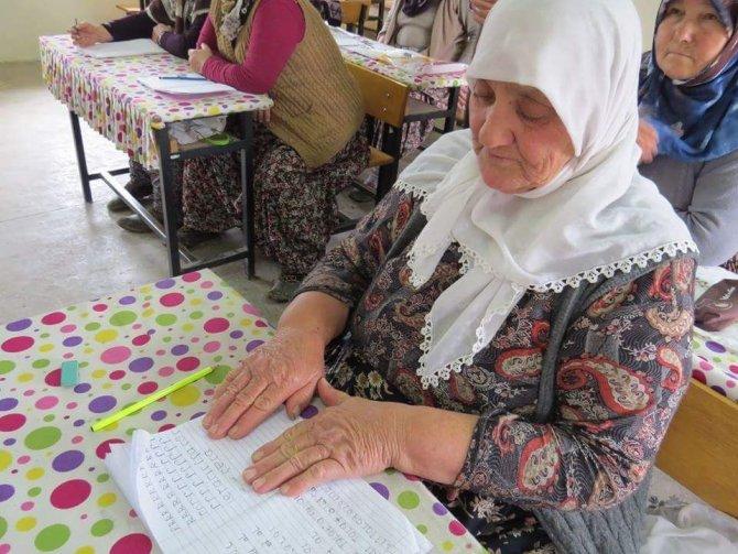 Başkan Erdoğan başlattı 85 yaşında okuma yazma öğreniyor