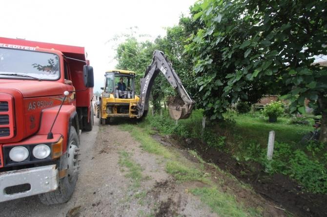 Akyazı'da kanal temizleme işlemleri hız kazandı