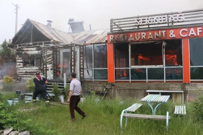 İftar saatini bekleyen restoran yanarak küle döndü