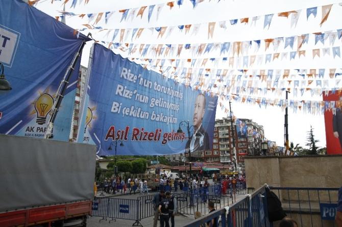 Rize'de Akşener ve İnce'ye pankartlı yanıt