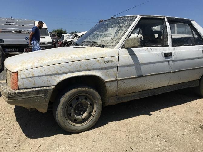 3 kişiyi öldüren ve 3 kişiyi yaralayan şüphelinin aracı Sakarya'da bulundu