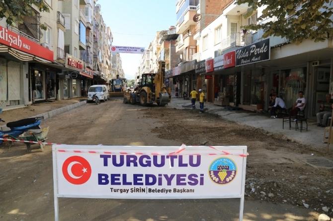 Turgutlu'nun Cumhuriyet Caddesinde çalışmalar hız kesmiyor