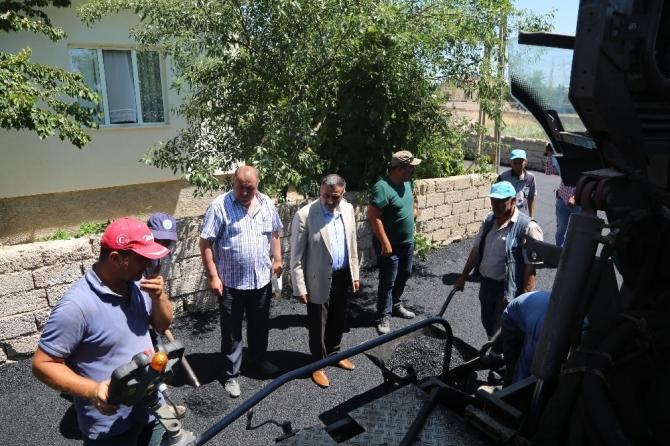 Develi'de sıcak asfalt çalışmaları devam ediyor