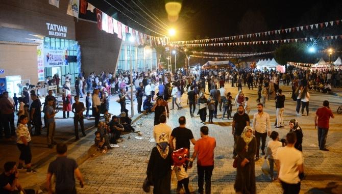 Tatvan'da Koray Avcı konseri