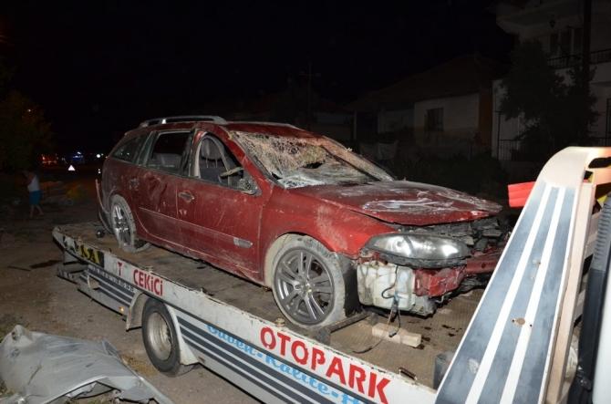 Uşak'ta trafik kazası;1 ölü, 2 yaralı