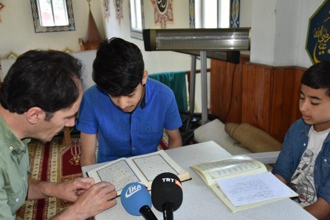 4 farklı ülkeden 30 çocuk, aynı camide Kur'an eğitimi alıyor