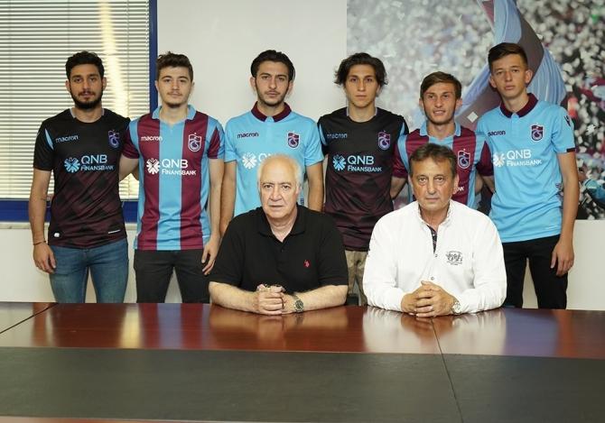Trabzonspor, 6 oyuncuyla profesyonel sözleşme yaptı