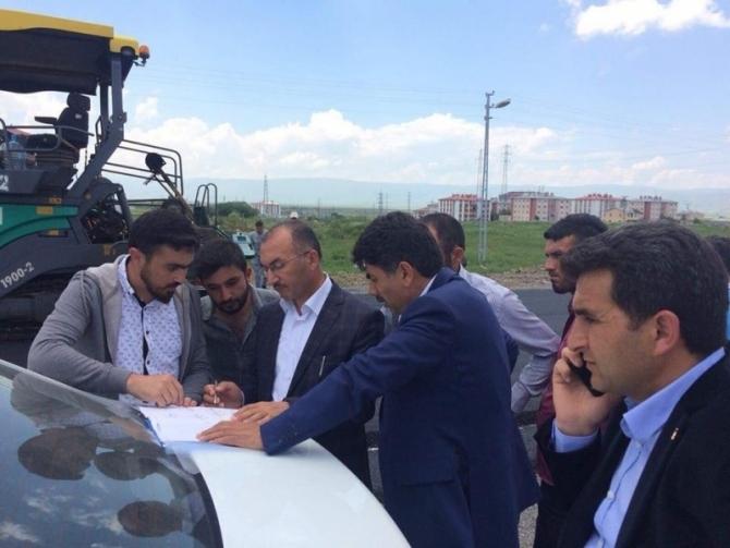 Ardahan'da sıcak asfalt çalışmaları sürüyor