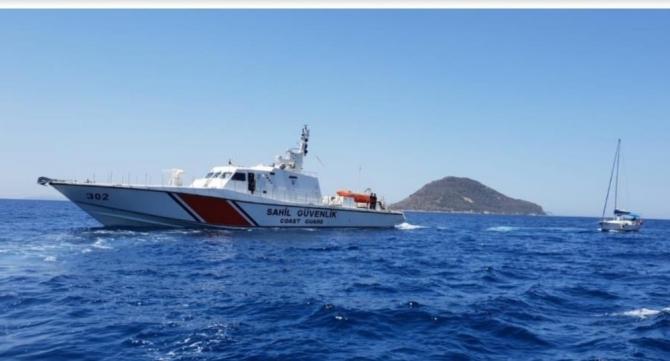 Bodrum açıklarında sürüklenen tekneyi Sahil güvenlik kurtardı