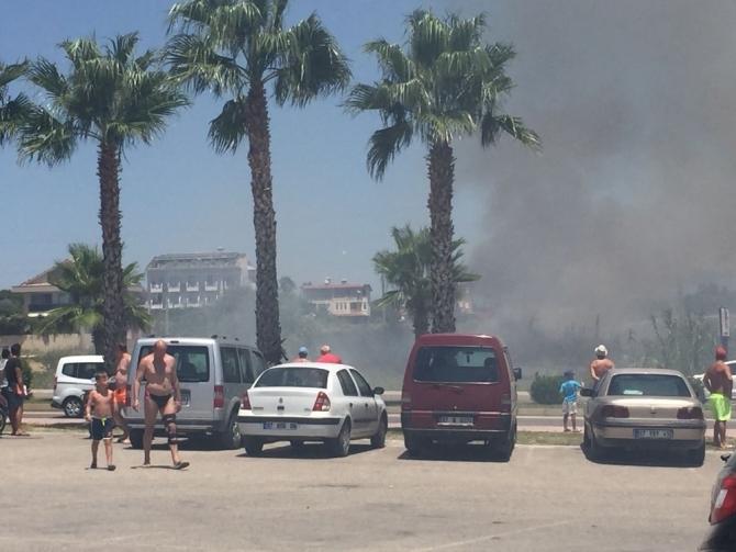 Manavgat'ta çalılık yangın ucuz atlatıldı