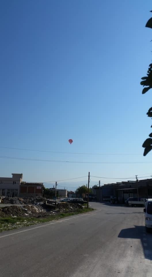 Sıcak hava balonu kent merkezine sürükklendi