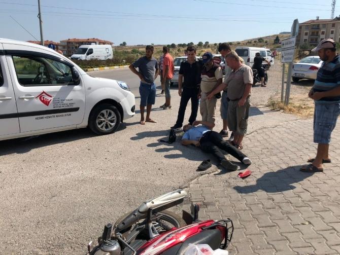 Ayvalık'ta motosikletle resmi araç çarpıştı
