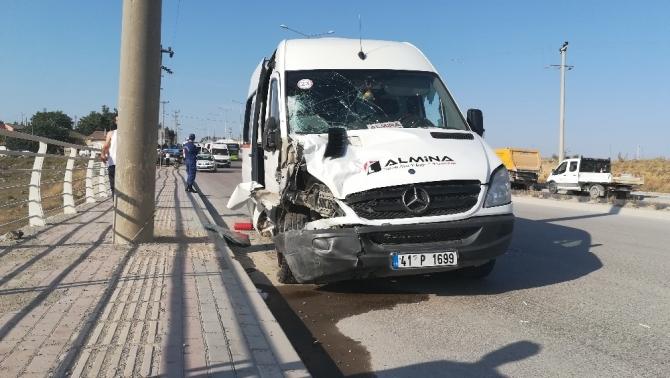 Kontrolden çıkan minibüsün sürüklediği kadın hayatını kaybetti