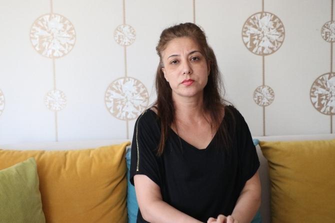 Oğlu evinin önünden dövülerek kaçırılan annenin acısı dinmiyor