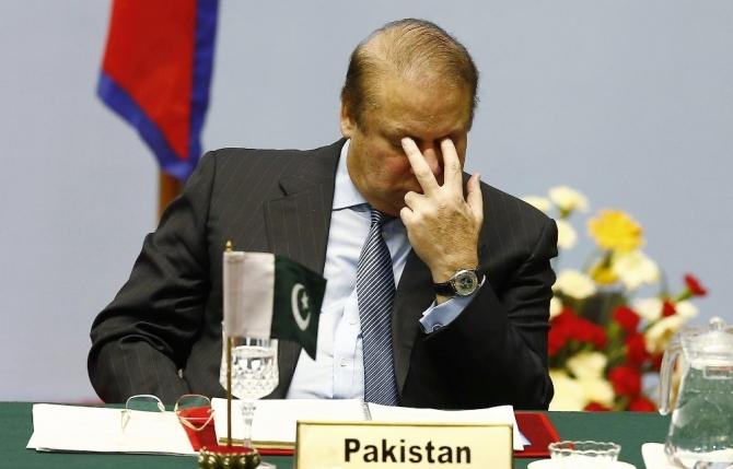 Pakistan eski Başbakanı Navaz Şerif rüşvet iddiasıyla 10 yıla mahkum oldu
