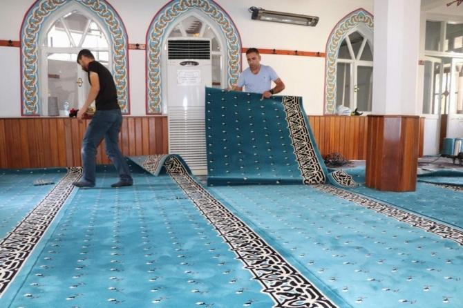 Siirt'te bazı camilerin halıları yenilendi