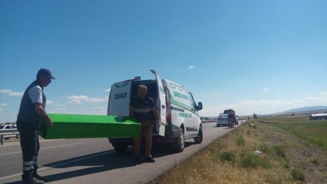 Sivas'ta trafik kazası 1 ölü 2 yaralı
