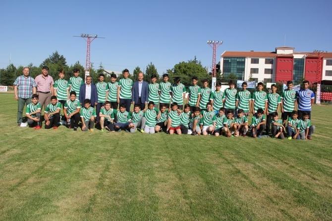 Başkan Bozkurt'tan kursiyer öğrencilere hediye