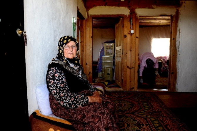 Bahriye teyze 50 yıldır dağ köyünde yalnız yaşıyor