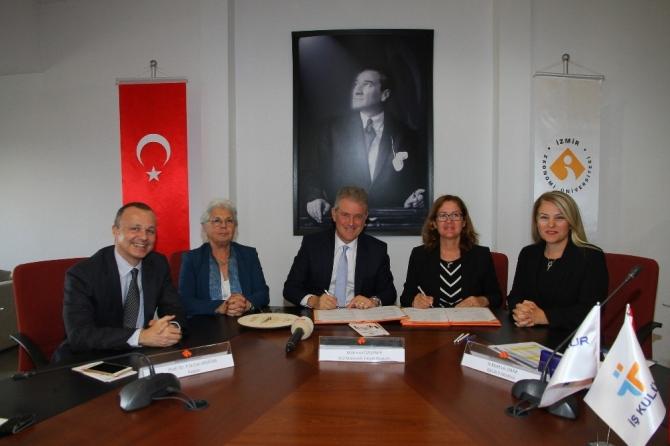 İzmir Ekonomi Üniversitesi gençlerine iş kulübü eğitimi
