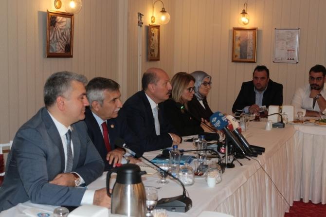 AK Parti'li milletvekilleri basın ile buluştu