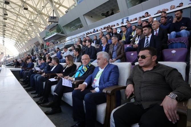 Başkan Yaşar, Başkent ekibini yine yalnız bırakmadı