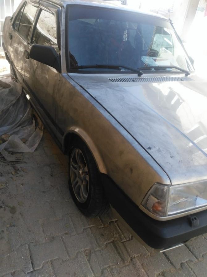 Buldan'da 2 otomobilin lastikleri kimliği belirsiz kişilerce kesildi