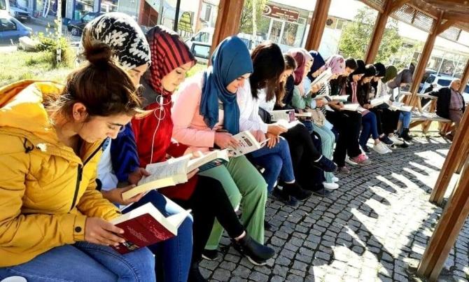 KYK'lı gençler kitap okumayı sevdiriyor