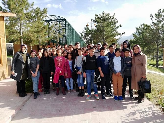 Çocuklara hayvanat bahçesi gezdirildi