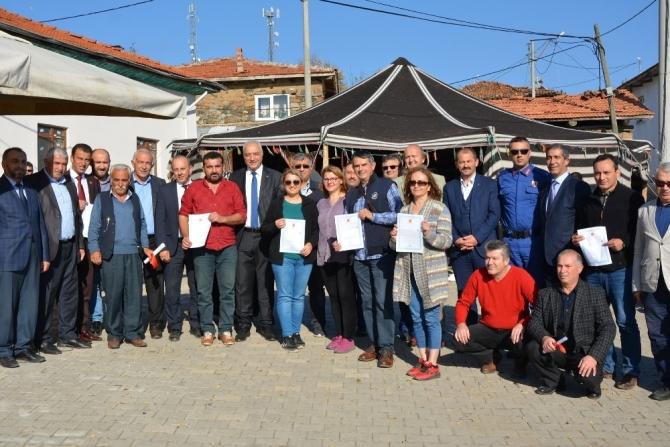 Başkan Tatlıoğlu Göktepe'de tapuları dağıttı