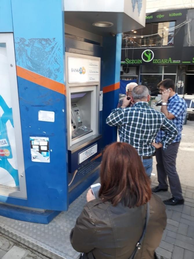 ATM'ye kurulan düzeneği vatandaş ortaya çıkardı